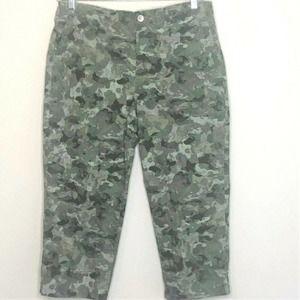 Bandolino Utility Capri Pants Size 14 Green Camo